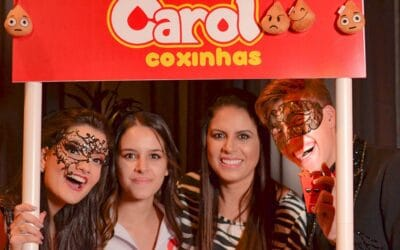 Carol Coxinhas participa do aniversário de 16 anos da youtuber Mah Marangoni!